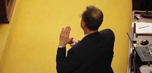 Sněmovna ve varu kvůli Sobotkovi a kauze OKD: Okamurův poslanec zaútočil na ČSSD a ta začala kopat. A do toho vstoupil ještě Kalousek. Padla silná slova