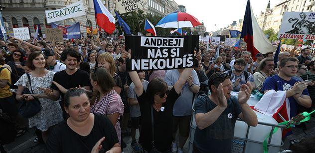 Milion chvilek: KDU-ČSL sváží demonstranty do Prahy? Naštvaný lidovec promluvil
