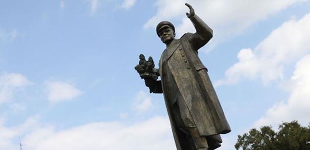 """""""Odevzdejte nám sochu maršála Koněva!"""" Ruský ministr poslal rázný dopis Metnarovi. Toto v něm píše dále..."""