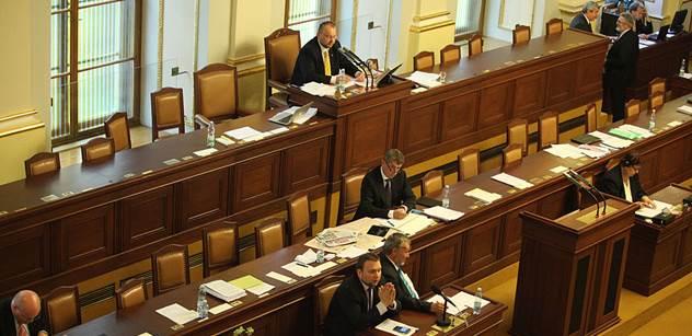 Parlament posoudí mezinárodní smlouvu o obchodu se zbraněmi