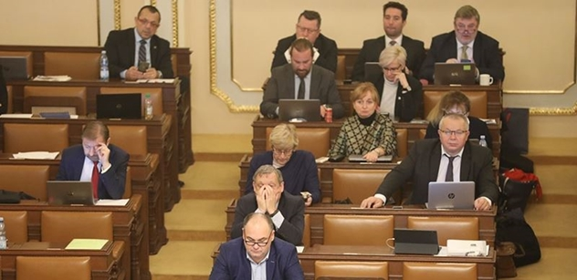 Sněmovna o zrušení povinné maturity z matematiky letos nerozhodla