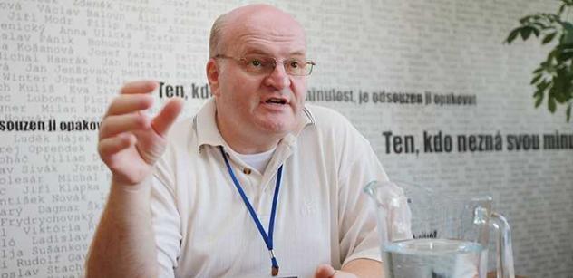 Rada ÚSTR by mohla jednat o odvolání ředitele Hermana