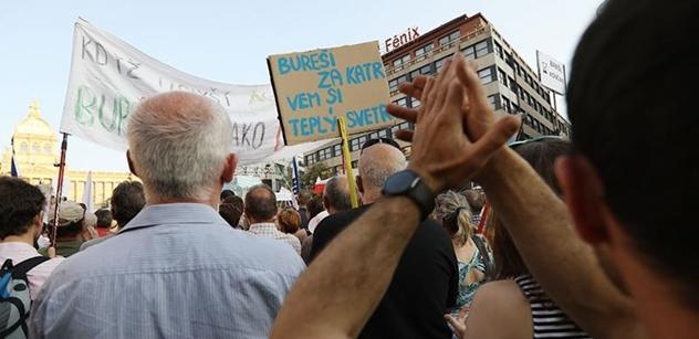 """Chystáte se demonstrovat? Tak si přečtěte slova docenta Zieglera: """"Problematický"""" premiér je jen záminka protestu. Může jít spíše o..."""