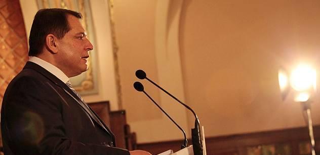 Paroubek může za dluhy ČSSD, tvrdí straníci. A žádají audit
