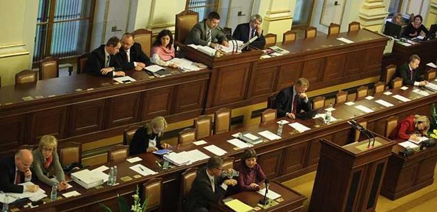 Plat poslance musí odrážet společenské postavení, zaznělo na ČT. Zákonodárci tam přišli vysvětlovat zvýšení platů