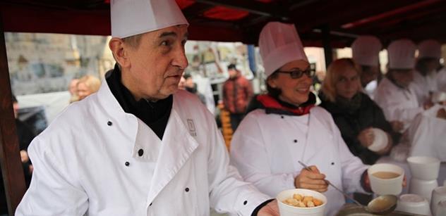 FOTO Krnáčová, Babiš, Lomecký a rybí polévka pro všechny