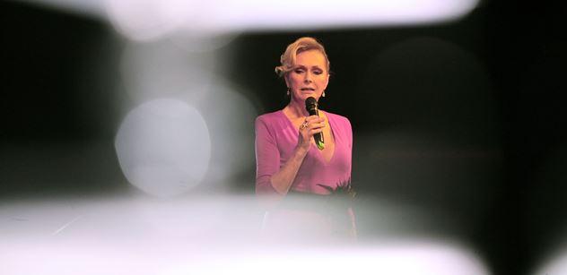 Zpěvačka Helena Vondráčková se poranila na levé noze! Pracovní program ale neruší