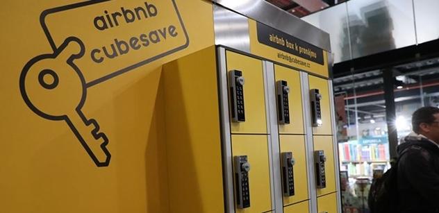 Na pražském hlavním nádraží je schránka sloužící Airbnb. SŽDC ji tam nechce a řekla dost