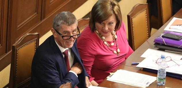 Trapas vládní koalice. K hlasování o EET neměla dost poslanců, narychlo si brala přestávky