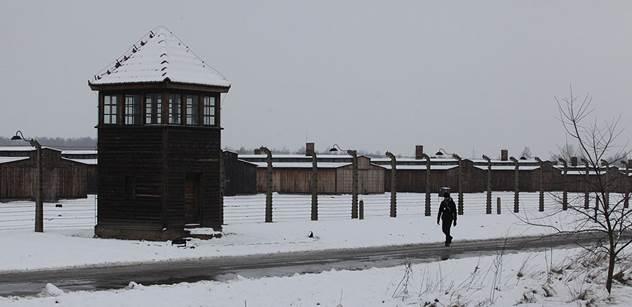 V Osvětimi se scházejí bývalí vězni i státníci, Putin chybí. Prý by zastínil vězně