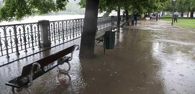 Přívalový déšť zaplavil v Hodoníně sklepy a vyvrátil stromy