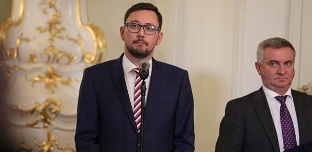 """Ovčáček hodil bombu do """"pražské kavárny"""". Slovní lejna, ďáblův Halík, lži, telefon z pekla, """"dáme ti přes držku""""... Drsná silvestrovská pomsta za všechny útoky na Zemana"""