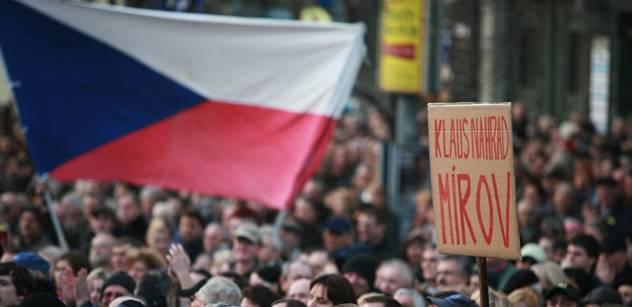 Protestů proti vládě se v celém Česku zúčastnily tisíce lidí