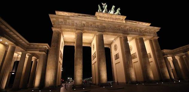 Matematik Kechlibar mluví o náladách v Německu slovy, která tam do novin nepustí: Tyranie se vrátila oknem, lidé opravdu mají strach mluvit. Na Merkelovou už bych nevsadil ani láhev ovocného vína