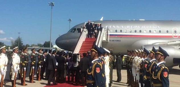 Zeman přistál v Číně. Uvidí prezidenta, půjde na slavnostní večeři
