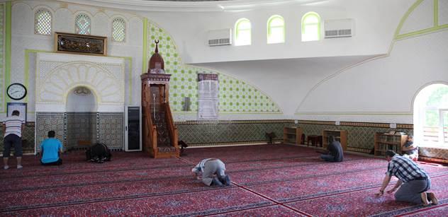 Evropo, zvykej si. Muslimským imigrantům začíná ramadán, německá televize upravuje vysílání
