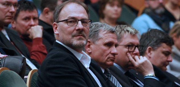 Pustějovský (ANO): Ano kvalifikovaným zahraničním pracovníkům, ne zneužívání programů pro ně