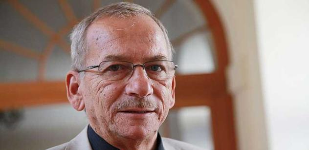 Šéfem senátorů ODS se stal Kubera, v ČSSD je stále Vícha