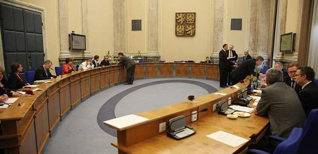 Vláda zamítla návrh na zrušení slev na studentské jízdné
