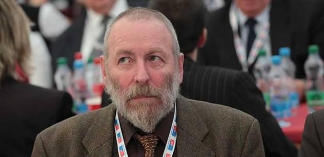 Poslanec TOPky lidem: Zvolíte leda Gotta nebo komunistu Jana Fischera