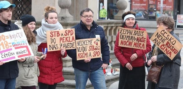 Vzpomínáte na školačku Viky protestující proti Zemanovi? Chystá se opakování studentského protestu