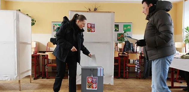 Volebním komisařům předčasné volby víc peněz nepřinesou