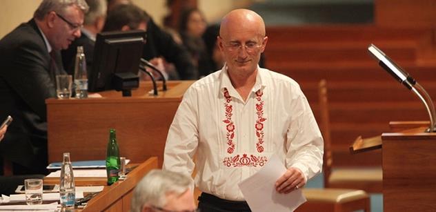 Senát schválil Valentovu novelu autorského zákona. Pomůže folkloristům