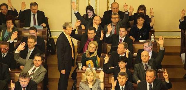 Poslanci začnou vydávat stíhané kolegy. Svobodu a Schwarze už si předvolal imunitní výbor