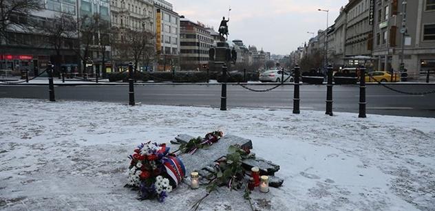 Na Václavském náměstí se zapálil muž, kolemjdoucí ho uhasili