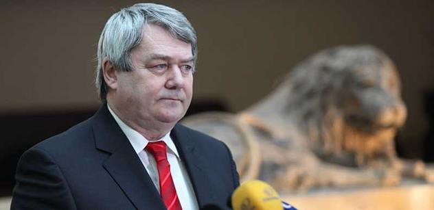 Šéf KSČM Filip: Jedu do Moskvy zachraňovat naše pracovní místa