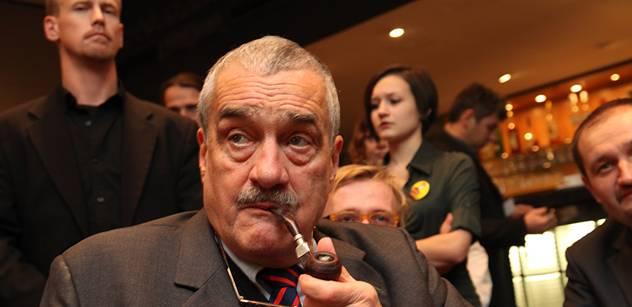 Schwarzenberg se poradí s Nečasem, jestli zůstane ministrem