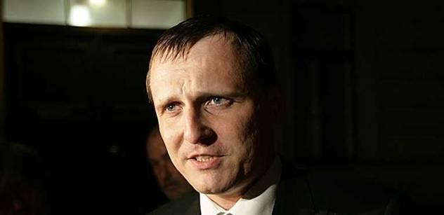 Bezpečnostní expert tuší, proč při zadržení Bárty zaznělo jméno Lessy