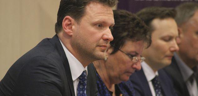 Vondráček nechal poslance zkušebně hlasovat o rozpuštění Sněmovny