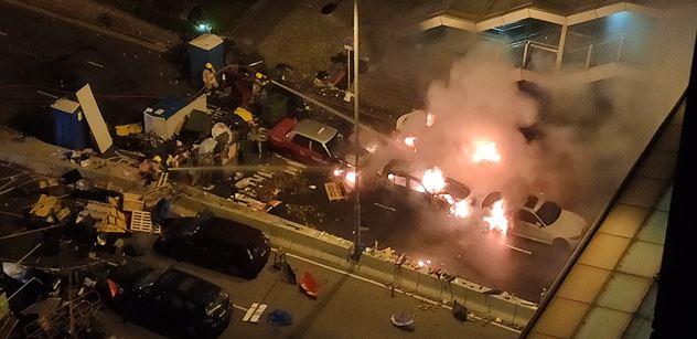 """""""Proboha, Šámalová a ČT lžou!"""" Realita Hongkongu očima čtenáře. FOTO a VIDEO, které TV neodvysílá. Rabování, kokain, zapálení auta s řidičem a rozkazy v angličtině"""