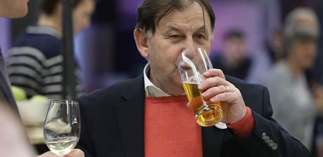 Havel o nikom nemluvil sprostě. Zeman už nemá na funkci prezidenta, říká Michael Žantovský