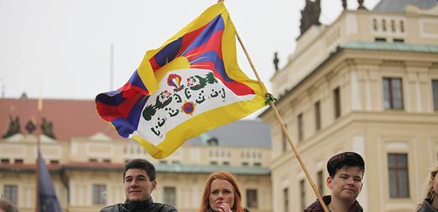 Radnice a školy v Česku začnou s vyvěšováním tibetských vlajek