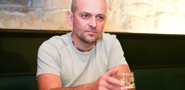 Disident: Mlátili nás pendrekama. Ale tato demokracie ze mě udělala komunistu