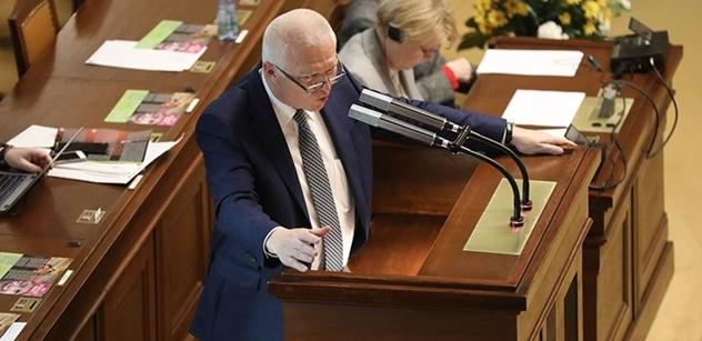 """Radši se věnujte zákonům! Faltýnek po včerejším Václaváku udeřil na opozici. A """"vysvlékl"""" Fialu"""