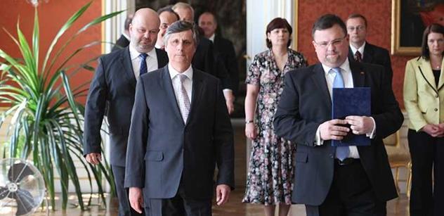 Vzkaz z Hradu a od ministrů: Paní Němcová, tahle vláda bude pro vás skutečně nebezpečná