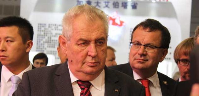 Komentátoři: Zeman otevřel víko od latríny. Ale zastínil českou politiku, nepohne s ním nikdo a nic. Může se svléknout do naha a my mu v tom nezabráníme