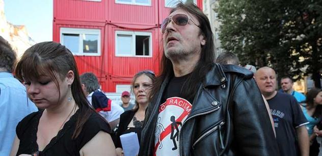 Podvod, sviňárna. EU z nás dělá pitomce a vymýšlí čím dál větší kraviny, účtuje rocker Aleš Brichta