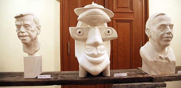 FOTO Takhle vypadá 34 hlav Václava Havla. Přišel se podívat i Schwarzenberg