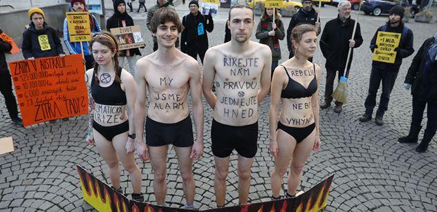 Čtyři naháči v centru Prahy na solidaritu s Austrálií. Kolemjdoucí nevěřili vlastním očím