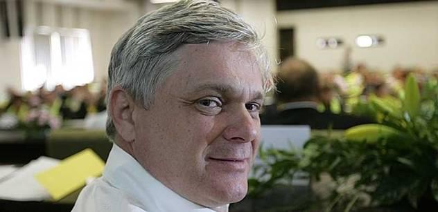 """Exministr Vlastimil Tlustý: Až nebude co rozdělovat,  budou se """"lepšolidi"""" a """"horšolidi"""" mydlit ještě více. Soukupa si pamatuji, ještě když v roce 2006 dělal pro Zelené..."""