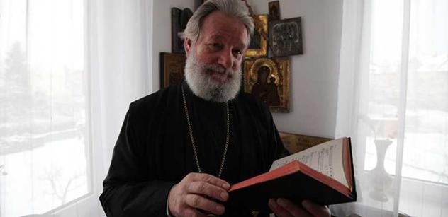 V pravoslavné církvi se bojuje o restituční miliardy. A tak létá špína
