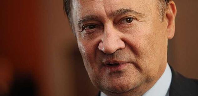 Vzkaz zemanovského senátora ČSSD: Sobotkův slovní průjem mě opravdu urazit nemůže
