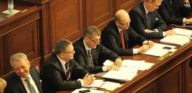 Poslanci mohou o důvěře vládě jednat i po půlnoci, zřejmě ji ale získá