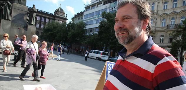 John (VV): Václavák zažil akci proti GMO - Polonahé modelky se pekly ve vaničkách