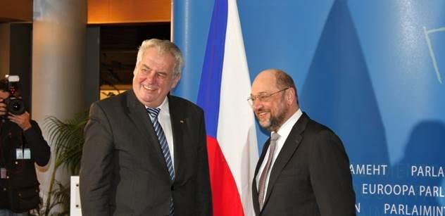 Dusno a konflikt na tiskovce Zemana v Bruselu