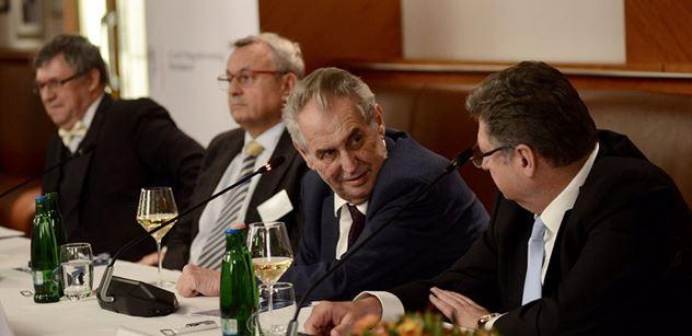 ŽIVĚ Tisková konference prezidenta Zemana v Maďarsku